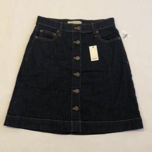 "NEW W/ TAGS - 18"" GAP button-up denim skirt"